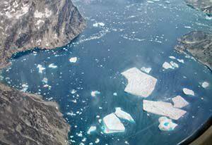 Flightseeing - der Pilot zeigt uns die fantastische Natur Grönlands
