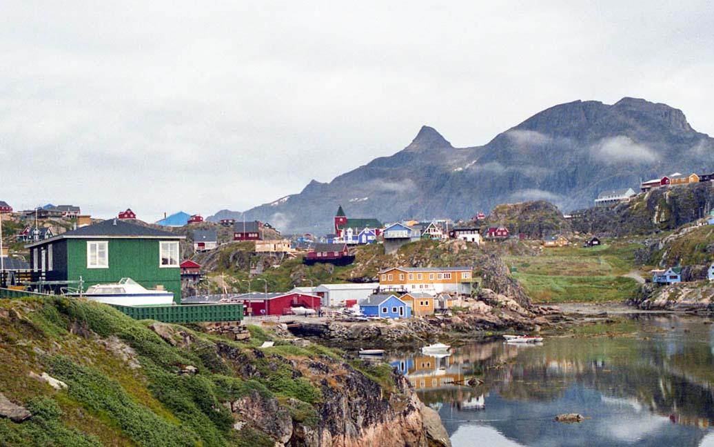 Sisimiut – Holsteinsborg Freibad auf Grönland – Häuser der Kolonialzeit